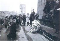 Вилли Брандт на коленях перед мемориалом Варшавского гетто в декабре 1970 г. Это публичное признание вины за ХОЛОКОСТ стало поворотным моментом в немецко-израильских отношениях.