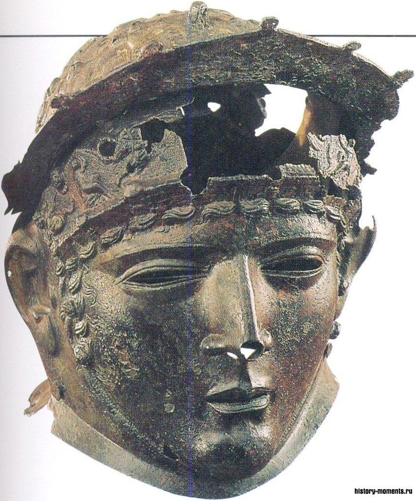 Солдаты, участвовавшие в потешных конных сражениях, надевали металлические маски и шлемы, подобные этим.