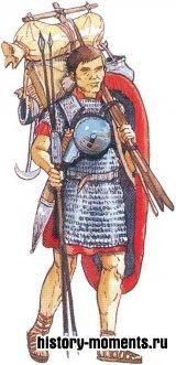 В походе солдаты несли на своих плечах оружие, провиант, котелок и саперные инструменты.