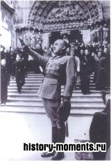 Франсиско Франко отдает фашистский салют в 1938 г. после мессы в память о создателе Испанской фаланги Антонио Примо де Ривере.