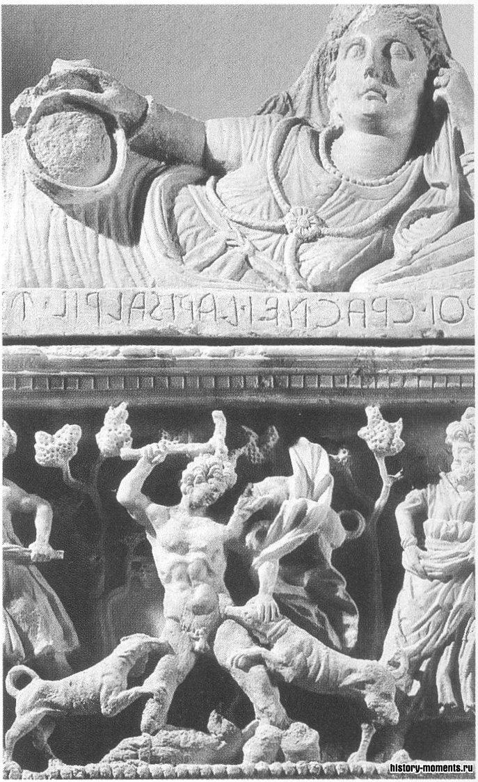 Этрусская погребальная урна с изображением юноши, которого рвут псы после того, как он подсматривал за купающейся богиней Дианой.