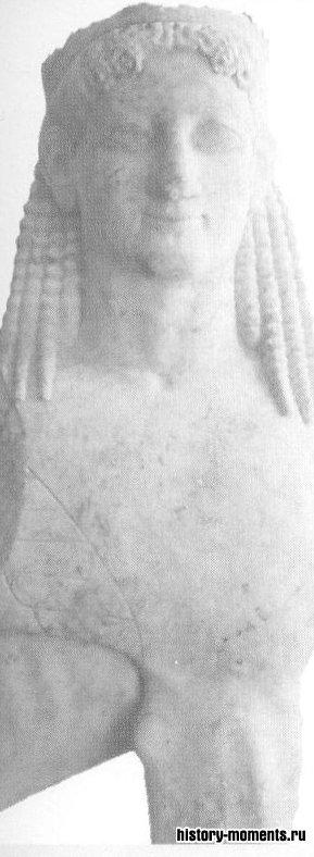 Греческие сфинксы (мрамор, ок. 570 до н.э.) в отличие от египетского были с женской головой и птичьими крыльями.