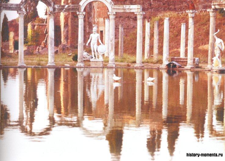 Бассейн в садах виллы императора Адриана под Римом был оформлен в эллинистическом стиле. Эту часть усадьбы назвали Каноп в честь египетского города в устье Нила.