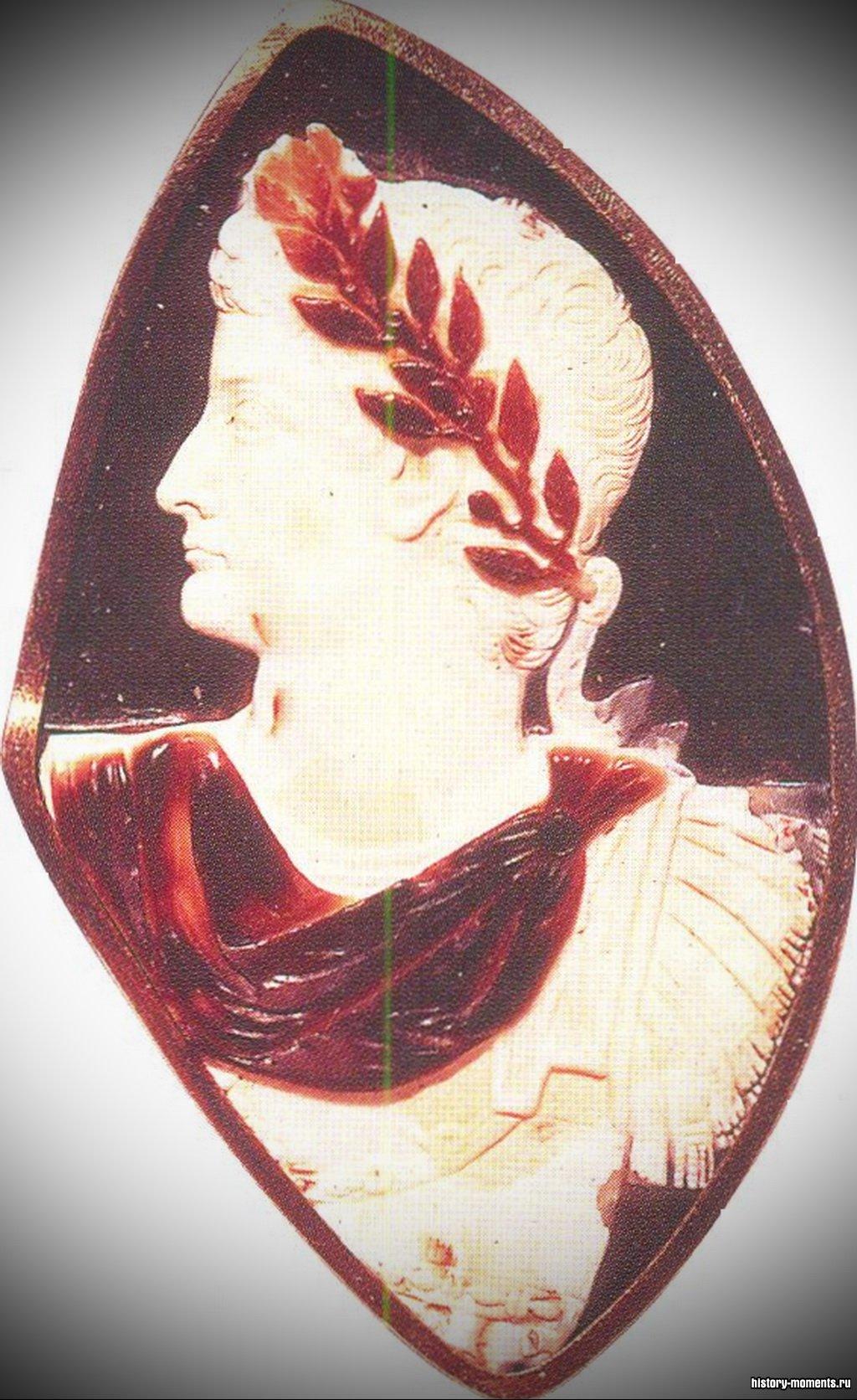 Камея из полудрагоценного сардоникса с изображением императора Тиберия.