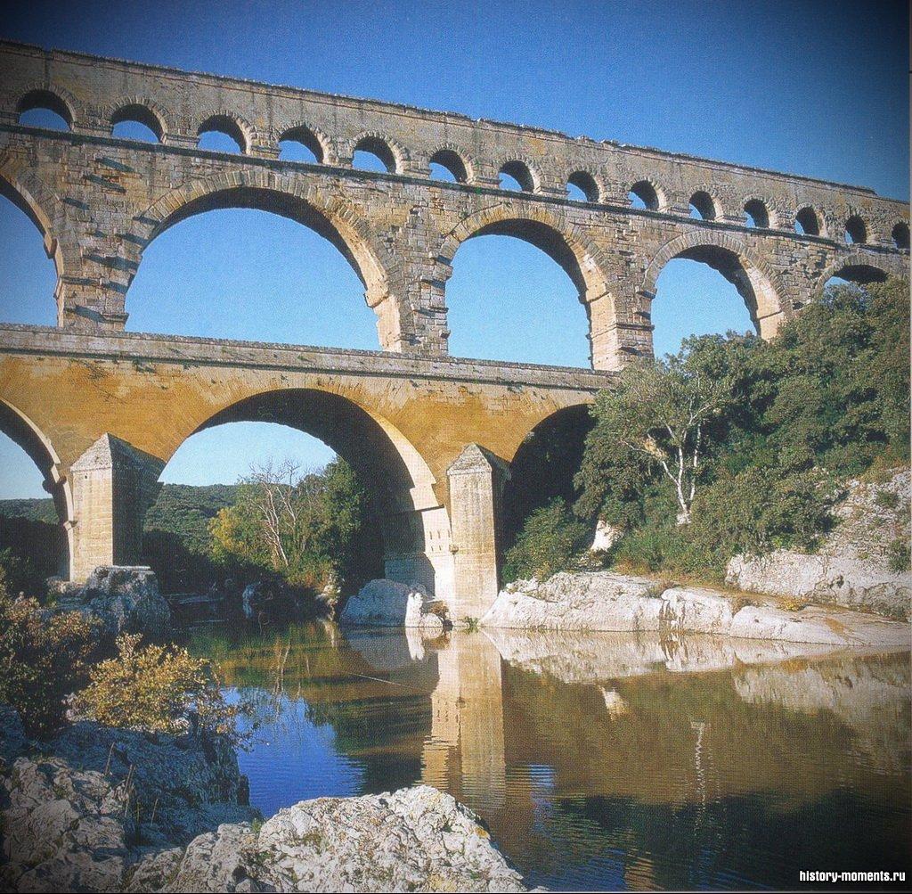Мост Гардского акведука в Южной Франции был частью системы, доставлявшей воду с гор в город Ним.