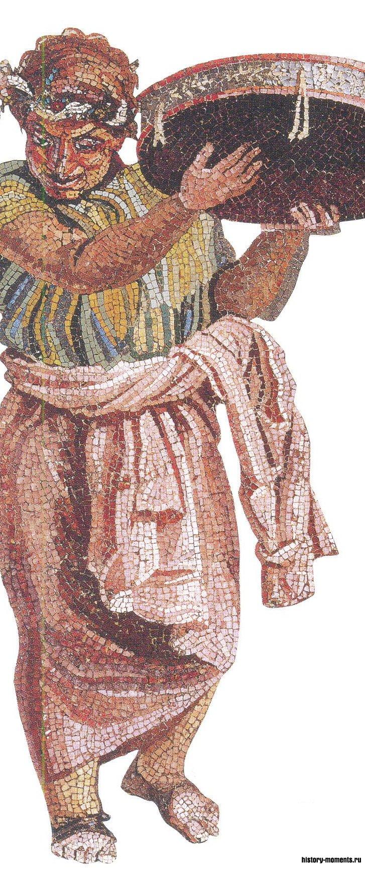 Мозаика изображает музыканта, бьющего в тамбурин.