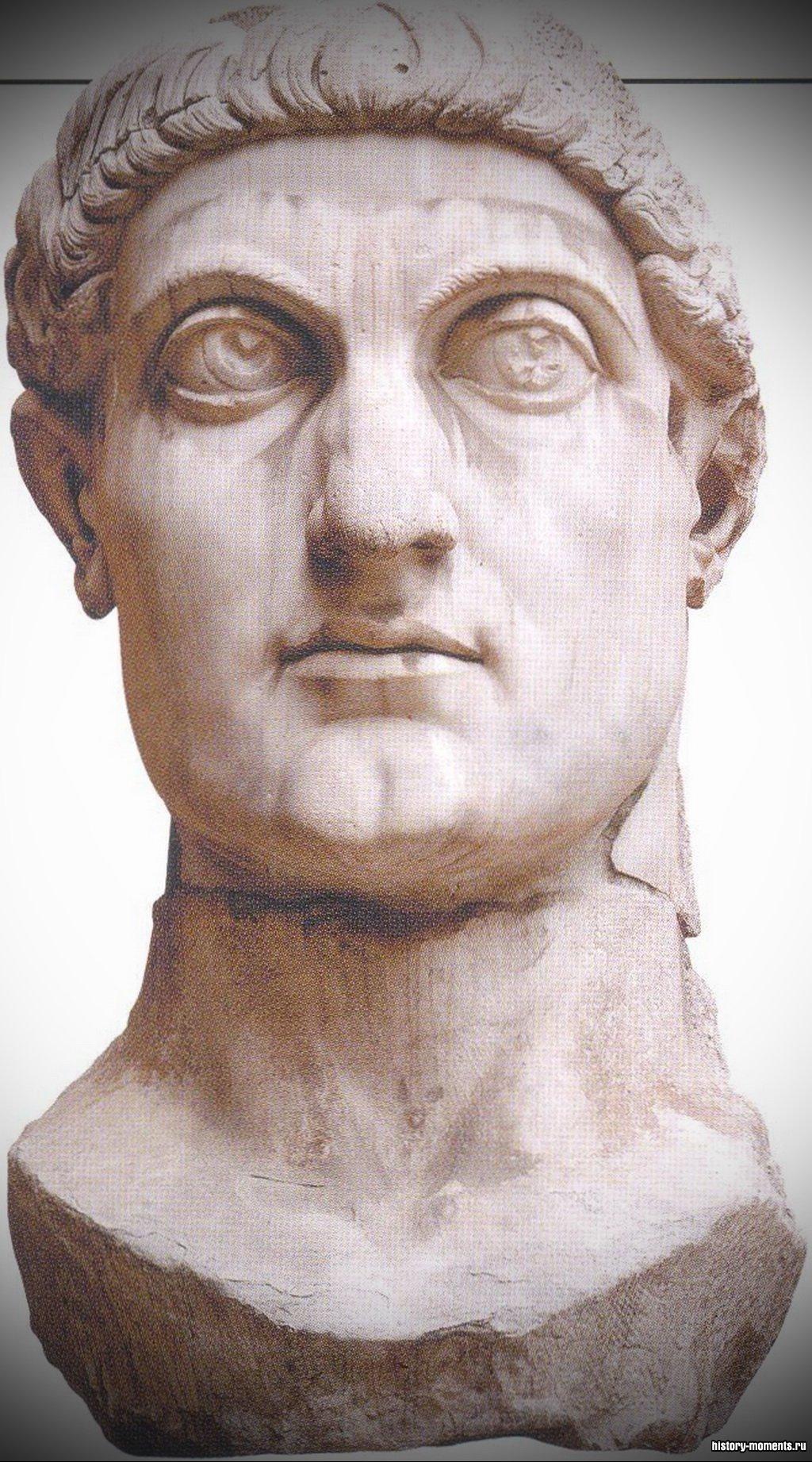 Фрагмент статуи императора Константина высотой 15 м.