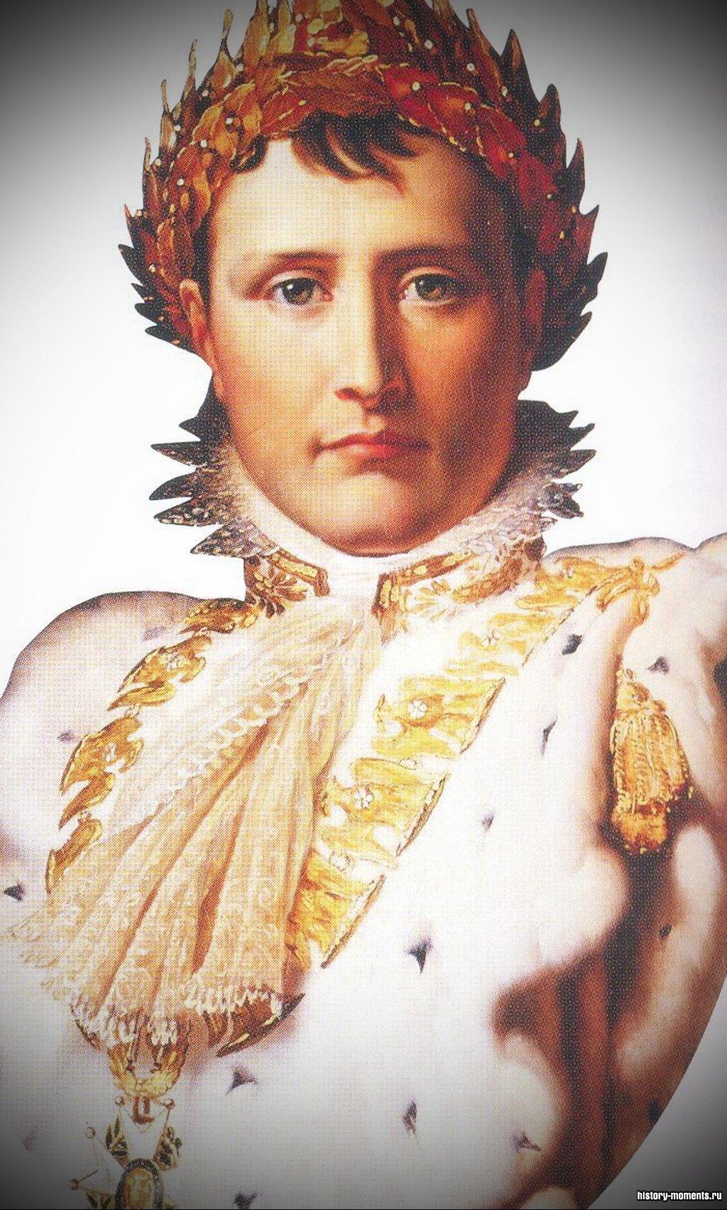 На этом портрете французский император Наполеон изображен в золотом венке. Это восходит к римской традиции увенчивать победителя лавровым венком.