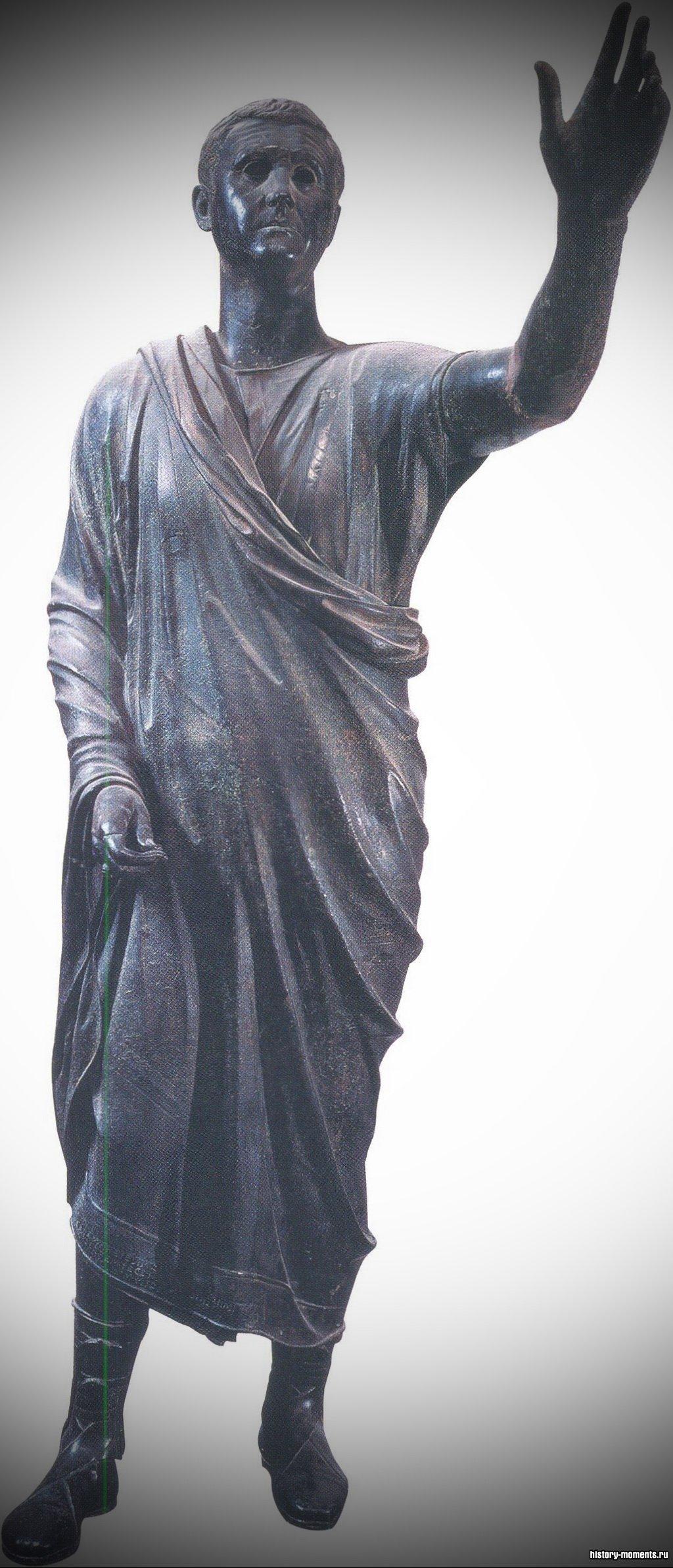 Юристы были талантливыми ораторами. Это статуя римского оратора.
