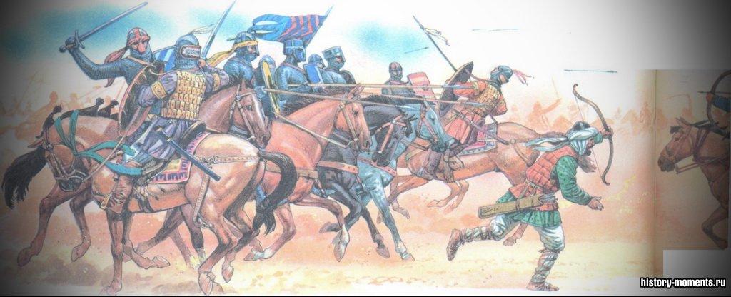 Мусульманские воины (справа) сражались на быстрых лошадях и были легко вооружены, что давало им преимущество в скорости над тяжеловооруженными европейскими рыцарями (слева) в битвах во время Крестовых походов.