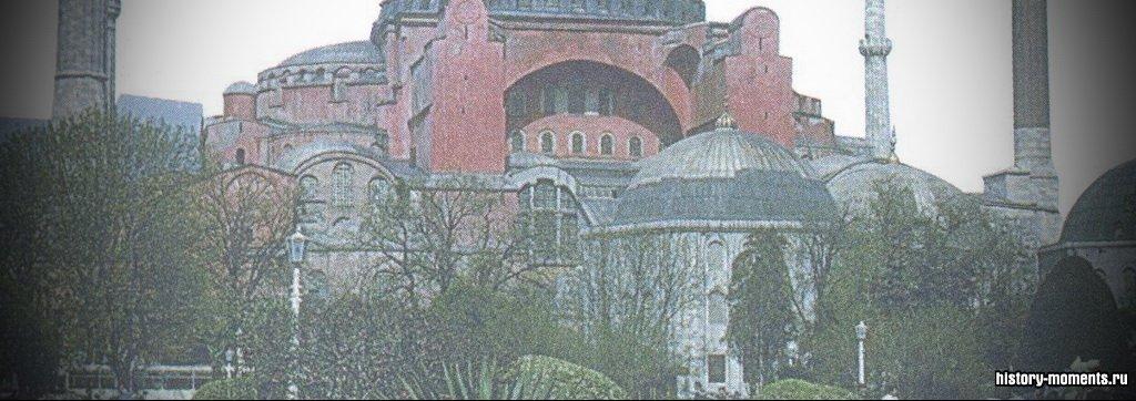 Построенный во времена Византийской империи храм Св. Софии в Стамбуле впоследствии был переоборудован в мечеть. Сейчас здесь музей.