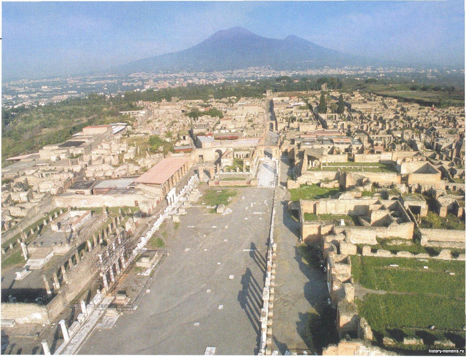 На этой фотографии изображена часть разрушенного римского города Помпеи.