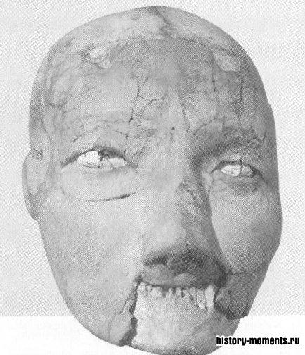 Глиняная маска (ок. І0 000 до н.э.), найденная в Аммане (Иордания).
