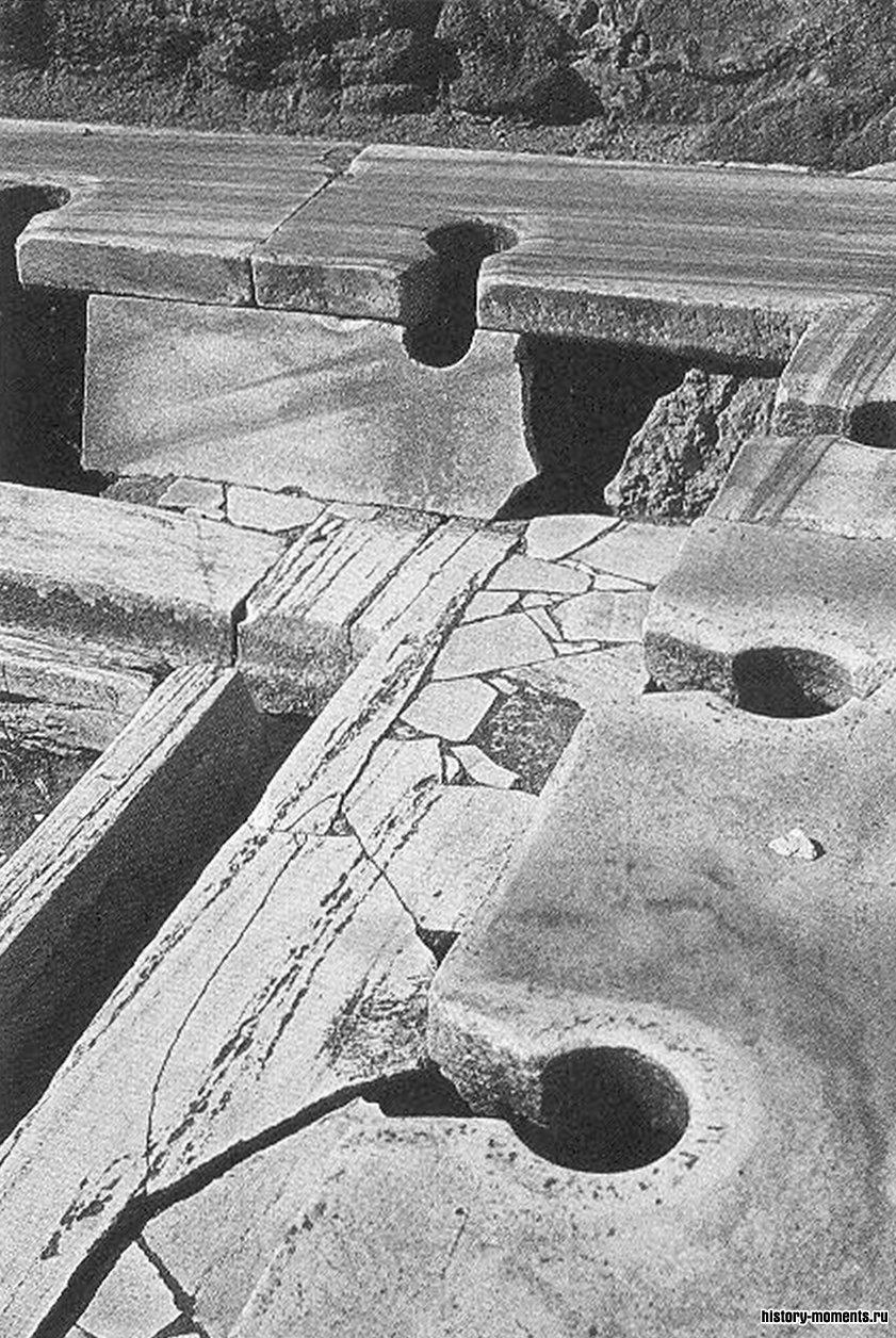 В общественном туалете при банях римляне сидели рядом друг с другом и вели непринужденные беседы.