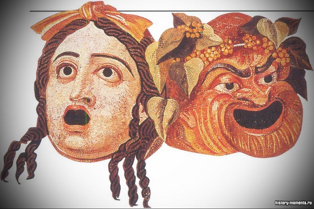 Мозаика изображает две театральные маски: левая соответствует женскому персонажу, правая - комедийному.