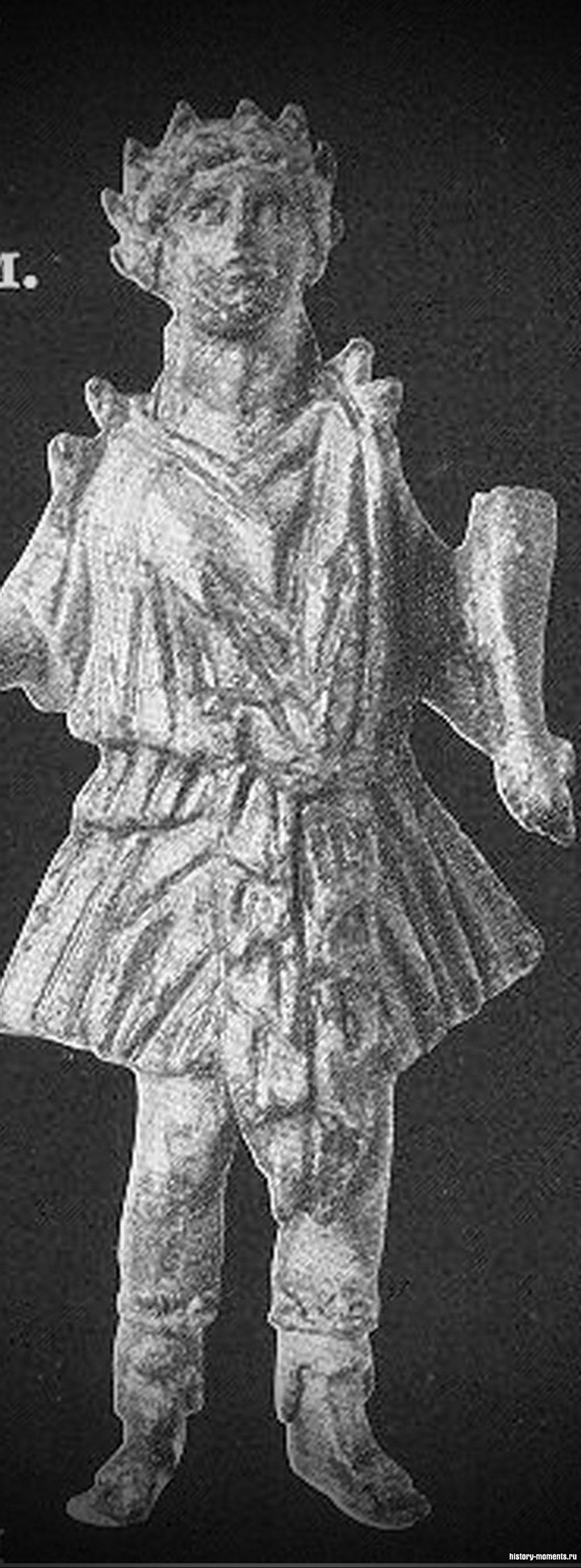 Статуэтка лара -покровителя дома и семьи.