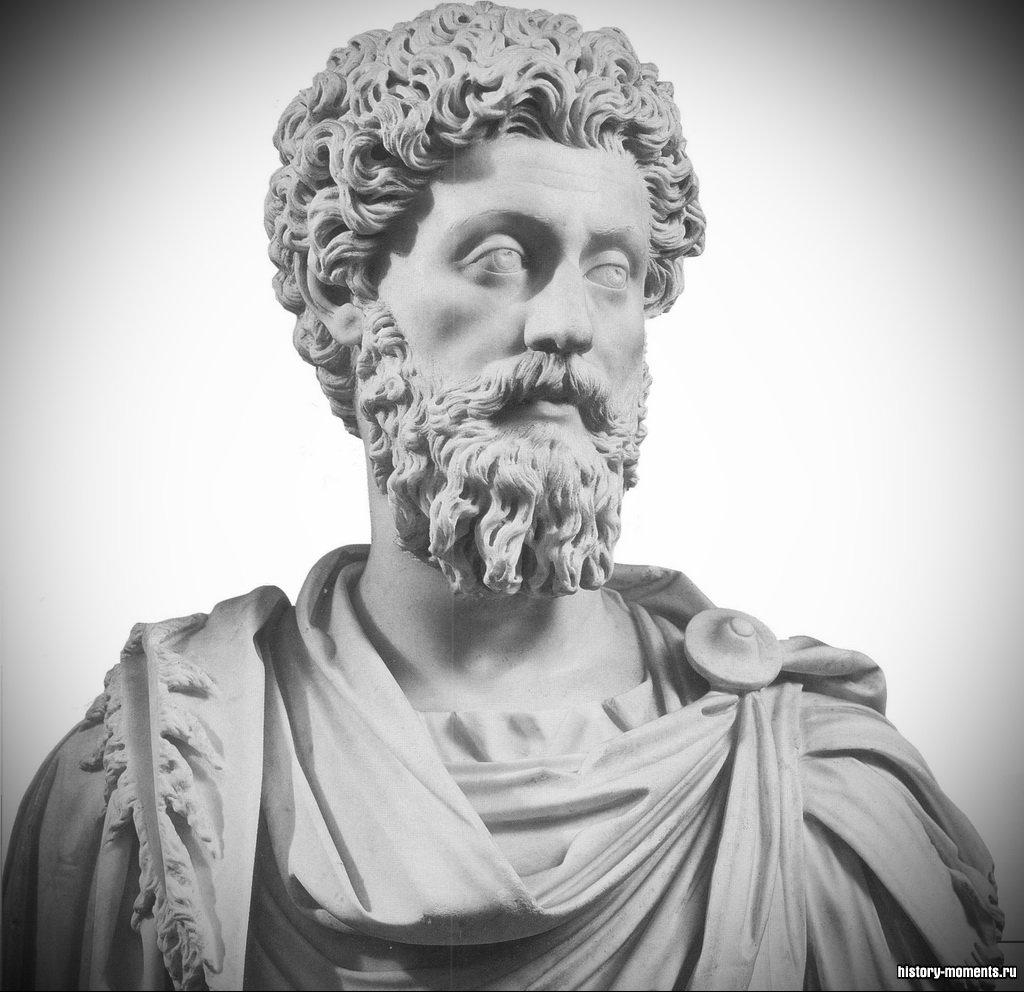 В этой мраморной статуе император Марк Аврелий предстает исполненным благородства и достоинства.