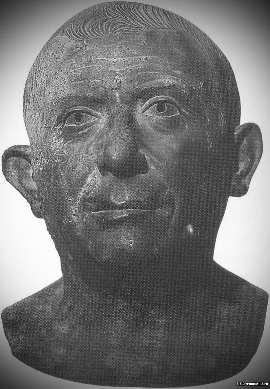 Бронзовая скульптура римлянина средних лет, изображающая его без прикрас, то есть так, как он выглядел в жизни.
