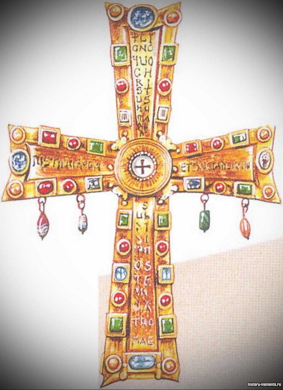 Этот золотой крест -дар римского императора одному из первых пап.