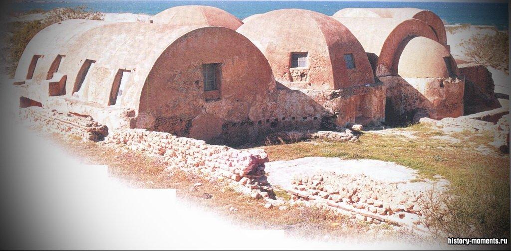 Эти римские бани в городе Великая Лепта (Leptis Magna) на севере Африки сохранились практически нетронутыми среди песчаных дюн.