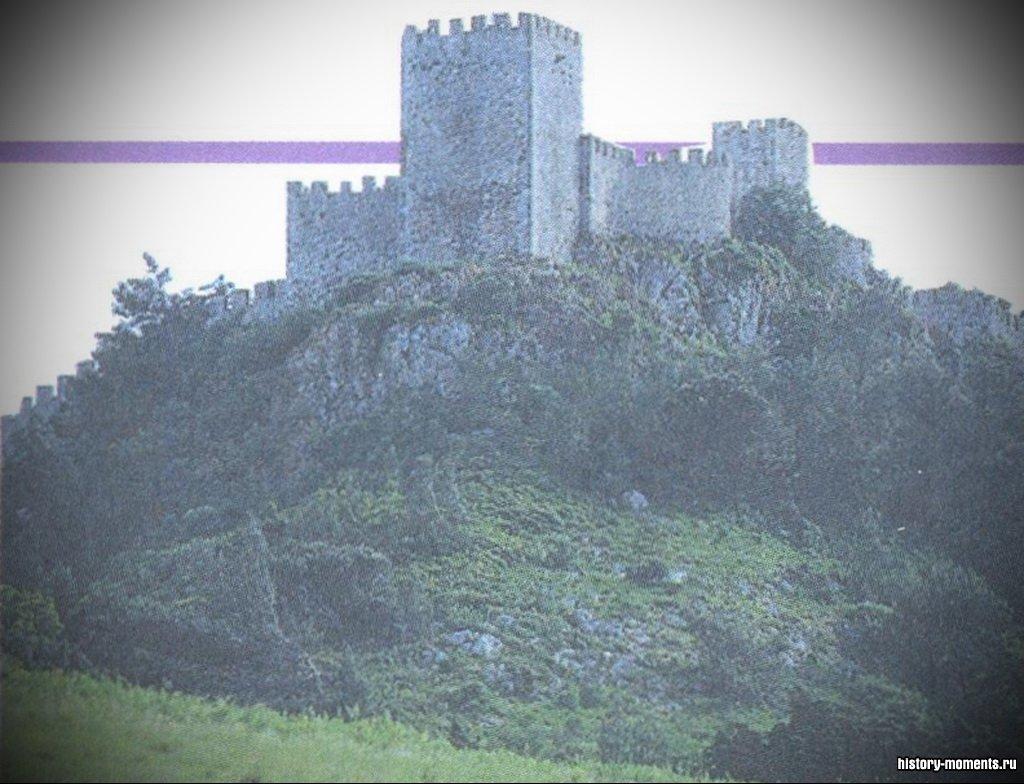 Более 800 лет мусульмане правили на Иберийском полуострове. Мавританский (.мусульманский) замок в Сесимбре (Португалия ).