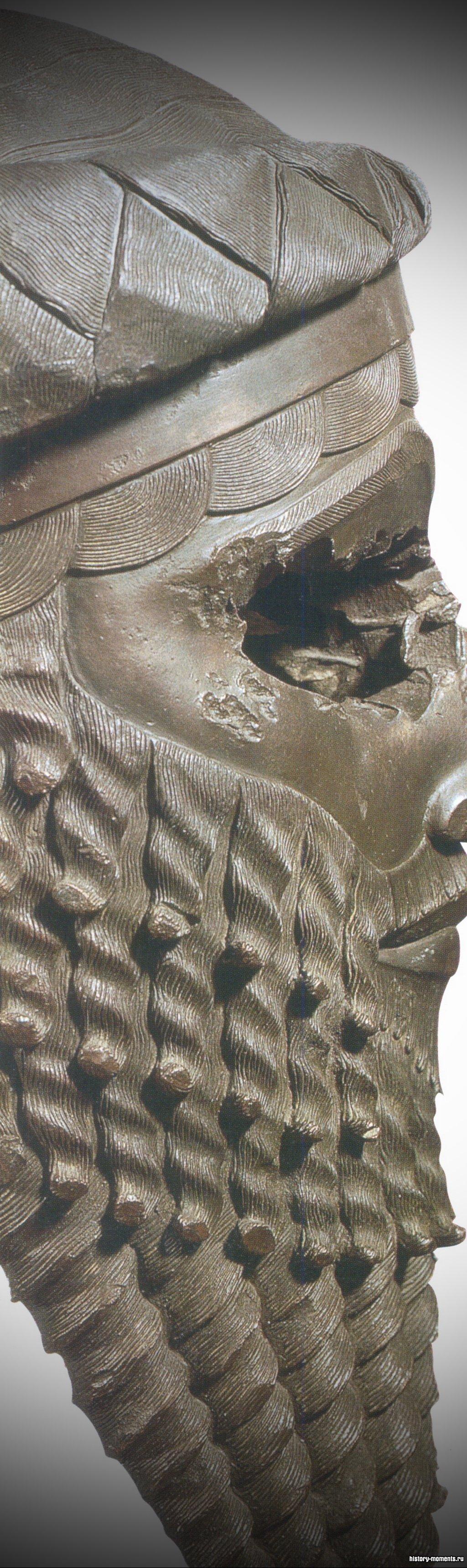 Эта медная голова может быть изображением и самого Саргона Древнего, и его воинственного потомка Нарам-Суэна.