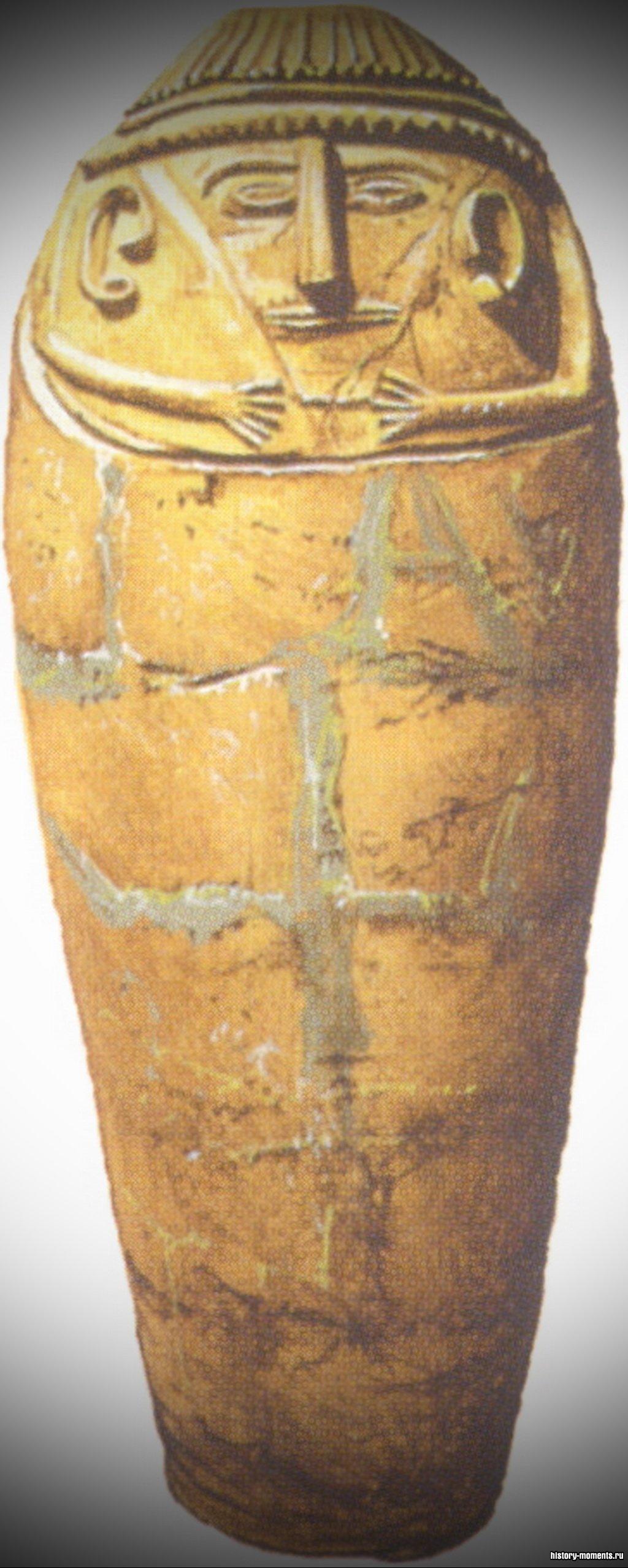 Филистимлянский саркофаг из обожженной глины.