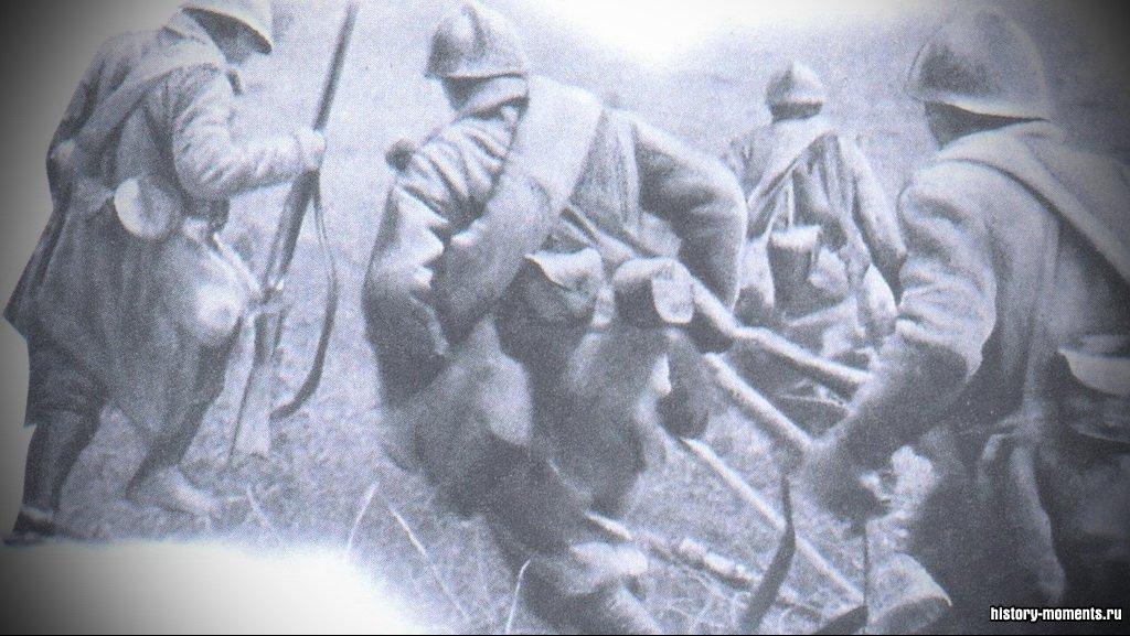Несмотря на появление новых видов вооружений, основные тяготы войны выпали на долю пехоты. Около 1 млн человек были убиты только в одной битве на Сомме в 1916 г.