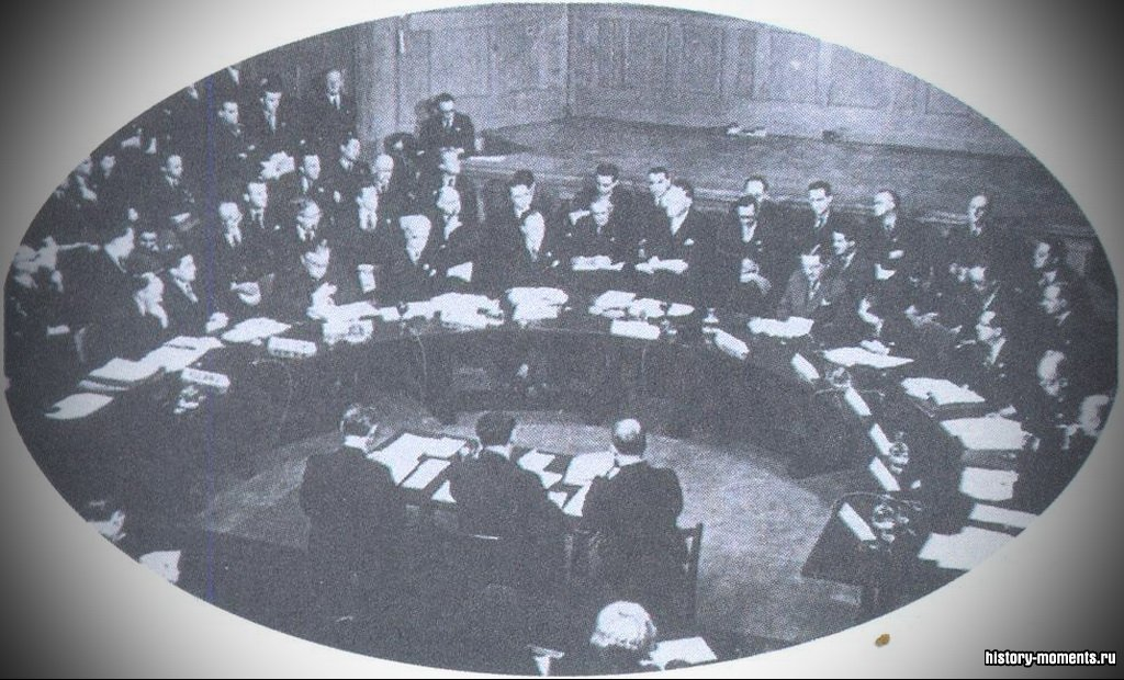 Организация Объединенных Наций была образована в 1945 г., в год окончания Второй мировой войны. Ее цель -сохранение мира.