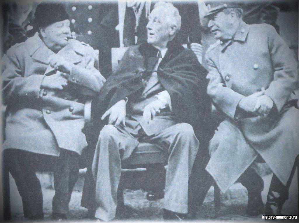 В 1945 г. Уинстон Черчилль (Великобритания ), Франклин Рузвельт (США) и Иосиф Сталин (СССР) встретились в Ялте, чтобы обсудить стратегию послевоенной политики стран-победительниц.
