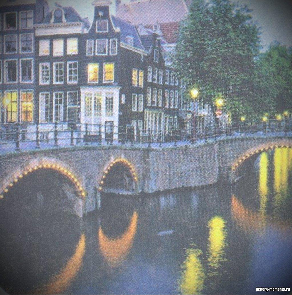 Амстердам -крупнейший город в Нидерландах. Его кварталы вдоль и поперек изрезаны сетью многочисленных каналов